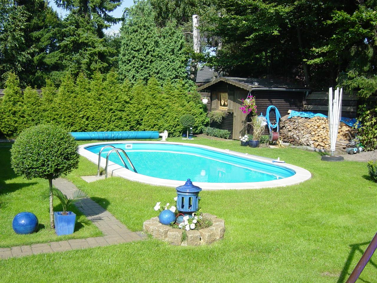 Vendita piscine interrate in panelli di acciaio e for Piscina in giardino